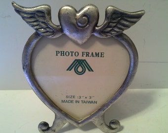 Heart wings silver tone frame, with glass