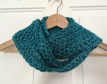 Crochet Chunky Infinity Scarf in Mermaid
