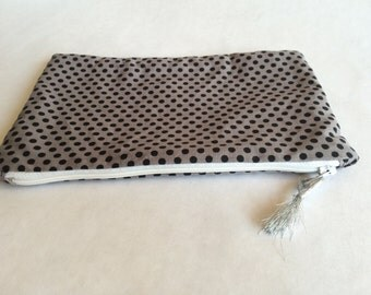 Pouch gray with black polka dots