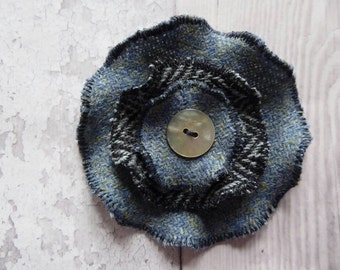 Tweed flower brooch-Fabric brooch-Handmade brooch-Button brooch- Tweed corsage-Scottish brooch