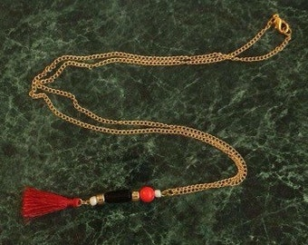 Hand made red pendant bead necklace