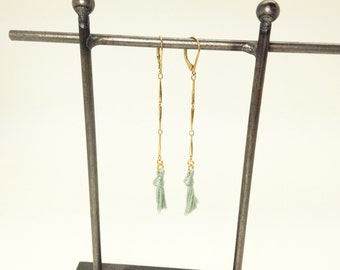 Long gold earrings with a Pompom color Mint