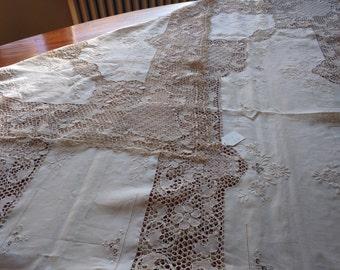 Vintage Tablecloth and set of 10 Knapkins