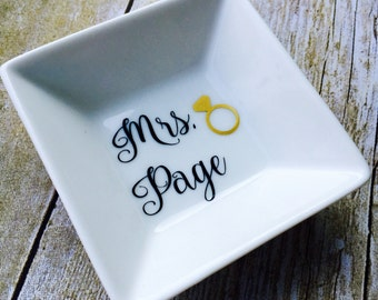 Wedding ring holder / Ring dish / Ring holder / Personalized / Jewelry dish / Wedding gift / Engagement gift / Bridal shower gift / Wedding