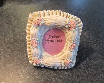 Resin picture frame photo frame pink rose oval window vintage 80s cottage chic.