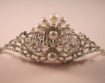 Classically Pearl Tiara Comb