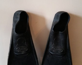 "Vintage ""Typhoon"" Flippers Size 12-14 (48-49)"