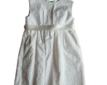 Girls white party dress with stars, dots and ribbon on the back (AGE 3-4 YEARS)