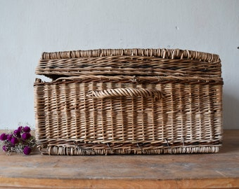 Vintage wicker basket / storage basket / storage box / wicker chest / booty chest / wicker box / rustic decor / home decor