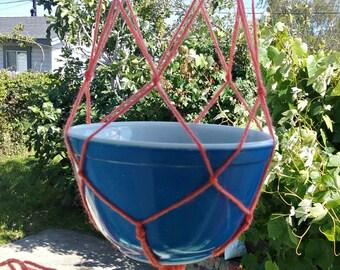 Simple Persian Yarn Plant Hang - Salmon