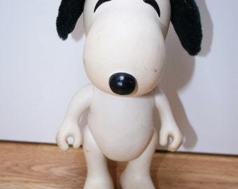 Vintage Snoopy PEANUTS DOLL 1958 1966 articulated plastic toy
