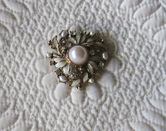Beautiful Vintage MONET Gold Tone Faux Pearl and Rhinestone PIN