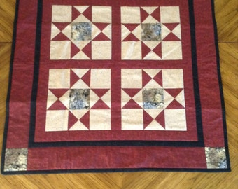 Quilted Tabletopper 29.5 x29.5 inches square