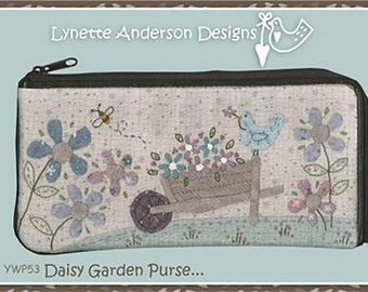 Daisy Garden Purse pattern  by Lynette Anderson, save 15% when you purchase 3 or more patterns with coupon code