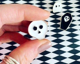 skull enamel pin//skull pin//halloween//halloween pin//pins