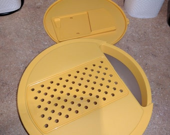 TUPPERWARE Cheese / Vegetable Grater, Shredder, Slicer, 2 Qt Bowl & Seal - 5 pcs