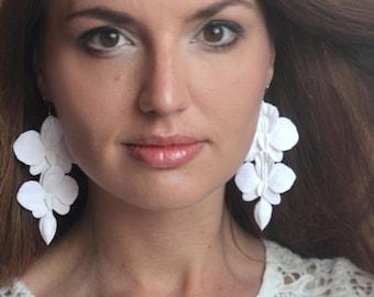 orchid earrings, white bride earrings, white orchid, white bride, flower earrings, bridesmaids orchid, wedding stuff, beach weddings, white