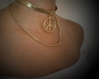 Golden Choker with Peace&Love pendant and golden chain