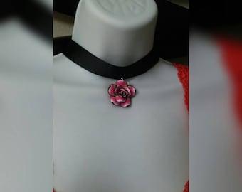 Simple rose choker