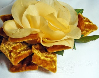 YELLOW or GOLD VELVET Vintage Millinery Rose and Leaves Leaf Spray Amber Brooch Pin 1975