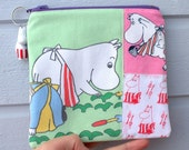 Pretty zippered pouch and a charm with Moomin Mamma