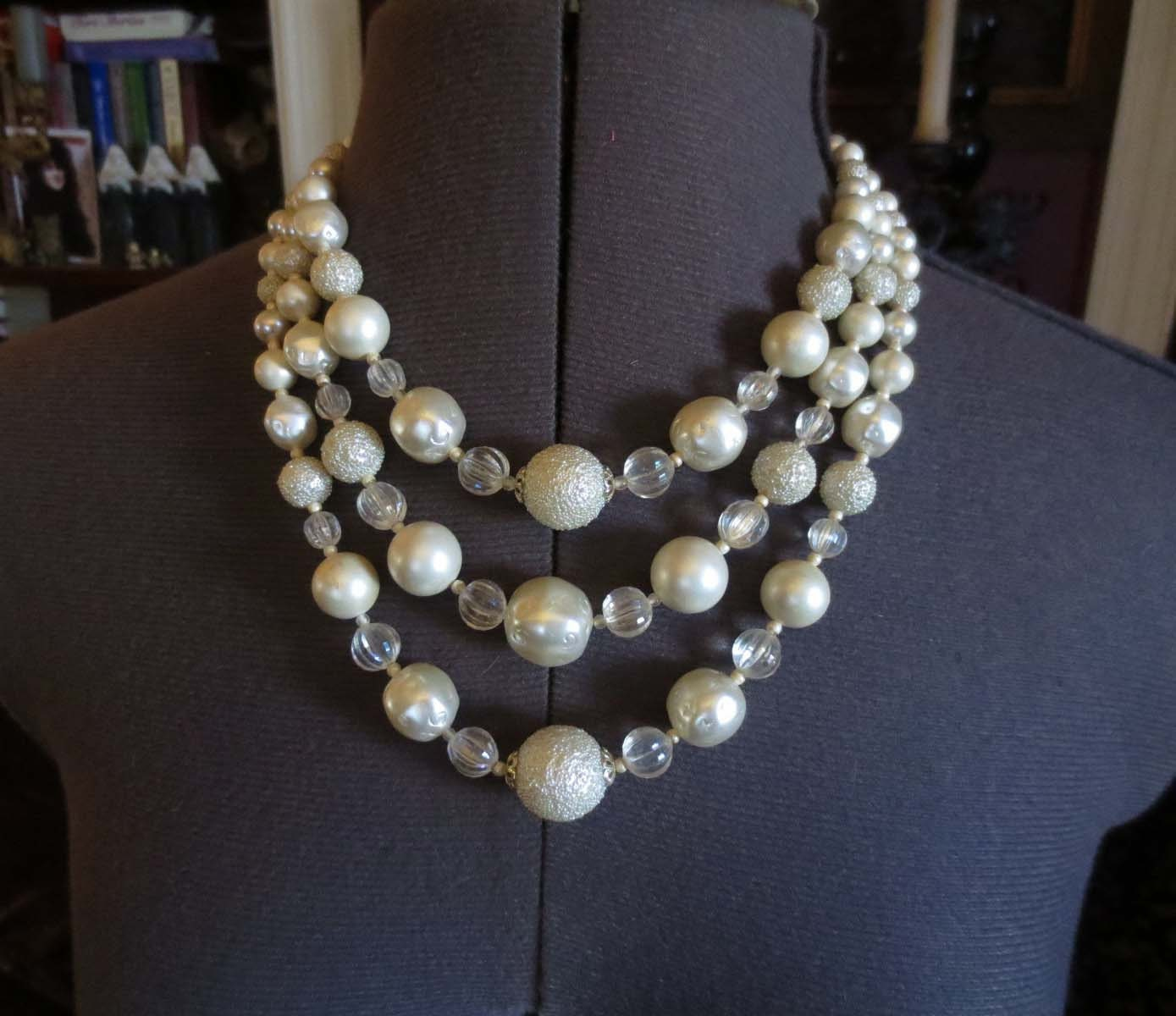 Vintage 1950's White Round Pearl Beads and Baubles Necklace