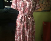 Vintage 1970's floral print polyester hippie/boho dress. Size L