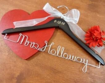 Engraved Wire Name Hanger - Last Name Hangers - Bride Coat Hangers - Bridal Accessories - Wedding Dress Hangers - Personalized Hangers