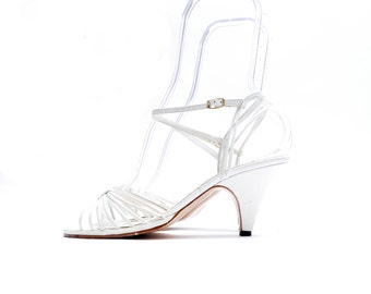 Vintage Open Toe High Heel White Sandals // Ankle Strap Slingbacks// 7 1/2 size