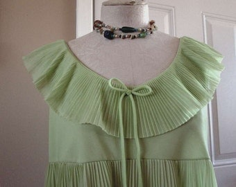 Vintage Lime Green Nightgown 60s Pleated nightie Short green nightgown Perma Pleat lingerie S M