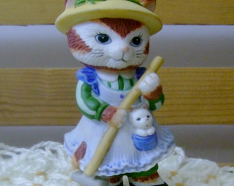 Gardening Girl - Charismatic Cats Figurine - Bronson Collectibles