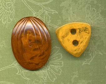 Pair Of Bakelite Buttons With Marbling - Oval And Triangle Shapes