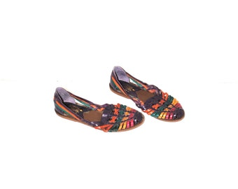 80s vintage huaraches 1980s multi colored woven leather pointy flat closed toe sandals size 6