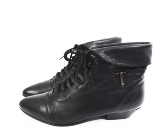80's BLACK leather ankle boots // vintage cuff boots // lace up pixie boots // size 7.5 // 7 1/2