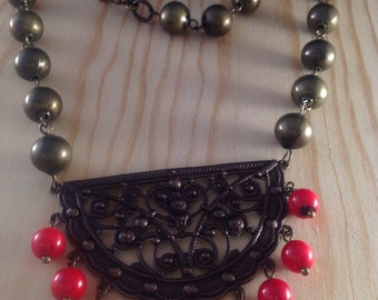 Brass and coral necklace - Hot flash