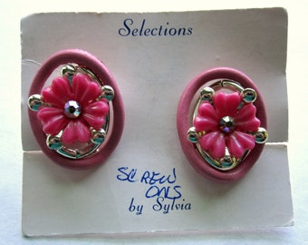vintage pink plastic flowers w rhinestones screw back earrings NOS - j6379