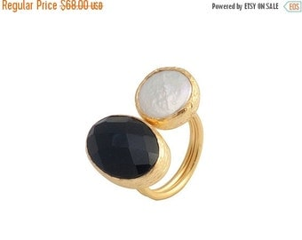 30% Fall Sale Gold Coated Silver Ring With A Faceted Oval Onyx Stone and a Pearl