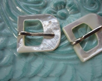 Vintage Belt Buckles 2 beautiful mother of pearl, belt buckle, matching D shape large size (jun47c)