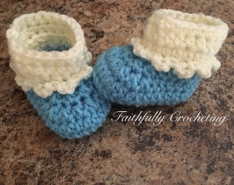 Newborn booties.. Blue boots.. Baby girl shoes.. Ready to ship