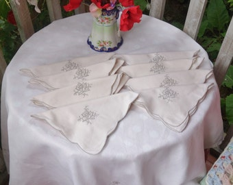 vintage embroidered tablecloth 40x40 inches and 8 napkins 16x16 inches