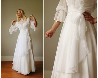1970s Country White Wedding Dress >> Size Extra Small to Small