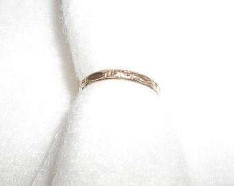 Vintage 14K Gold Band Baby Ring Floral Design Estate Item