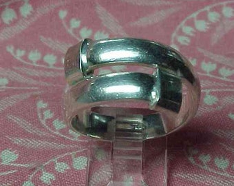 Vintage 925 Sterling silver By pass ring size 8