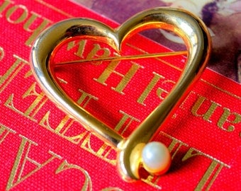 Vintage Brooch AAI signed Heart Pearl Gold Tone