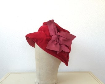 1960s hat / velvet bonnet / Charmer hat