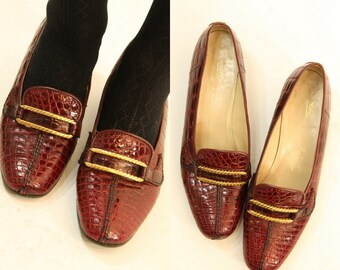 70s Shoes Gucci Loafers Size 8.5  / 1970s Vintage Gucci Pumps / Oxblood Gold Chain Horsebit Shoes