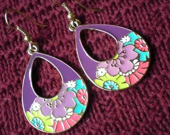 Retro 60s Vintage Style Enameled Flower Brass Tone Gypsy Earrings Dangle Purple Floral Hoop Funky Unique 20 18 gauge 1mm Normal Piercing
