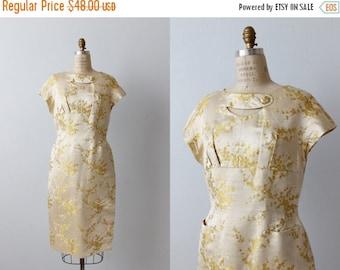 SALE Vintage 1960s Cream and Yellow Asian Cheongsam Sheath Dress / Shift Dress / Size Large