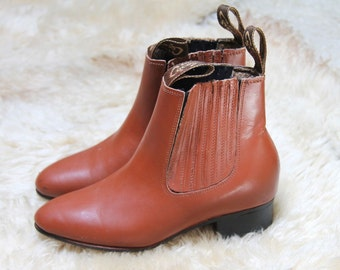 city life -- vintage 70s brown leather ankle boots size 6 1/5