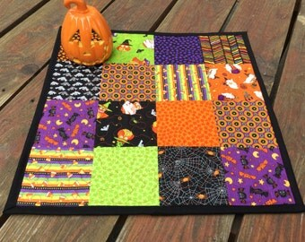 Halloween Quilted Table Topper, Halloween Table Topper, Halloween Patchwork Table Topper, Halloween Table Runner